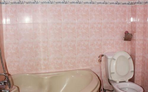 Toilet Superior Room Binh Thanh District